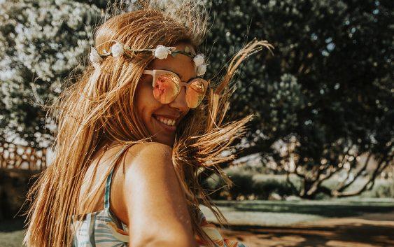 web3-woman-smile-summer-sun-vitor-pinto-563x353